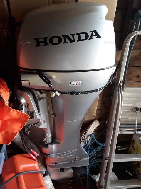 OUTBOARD ENGINE - picture 1